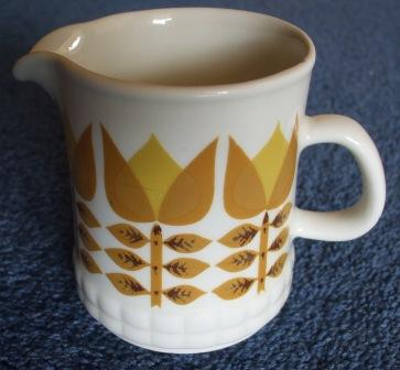 Todays find (exciting for me )Sugar Bowl to match  Yellow10