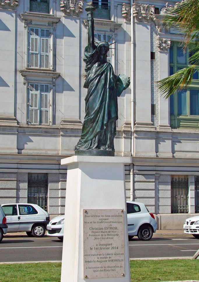 Statue de la Liberté = les répliques découvertes grâce à Google Earth - Page 6 11021210