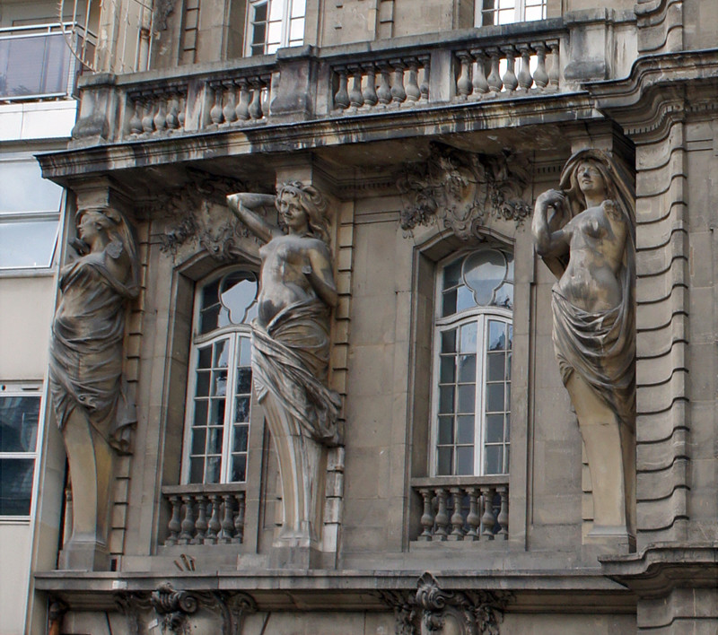 ARCHITECTURE : cariatides et atlantes - Page 12 43_rue10