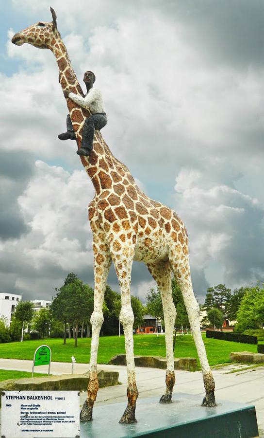 Une girafe dans la neige - Hambourg - Allemagne 99912210