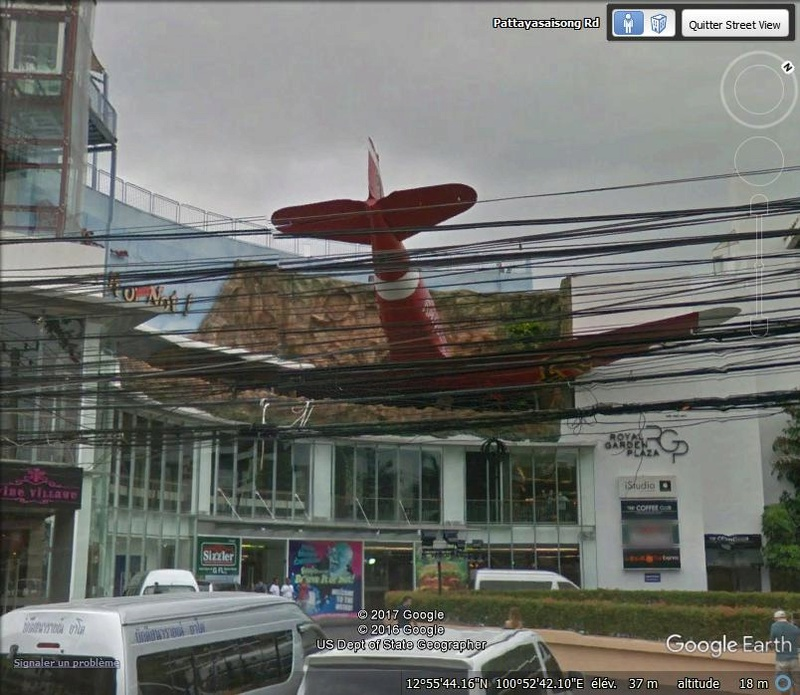Un avion dans la façade - Pattaya - Thailande Mmo10