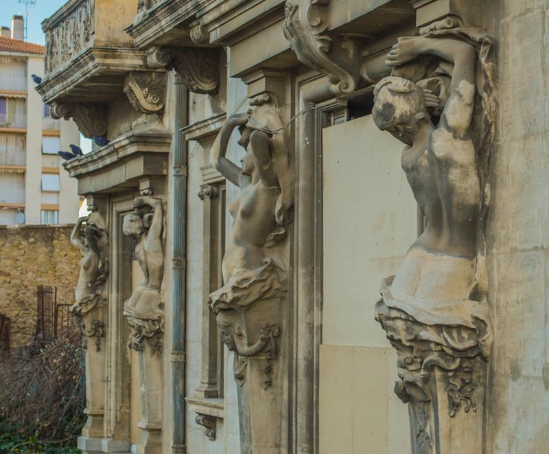 ARCHITECTURE : cariatides et atlantes - Page 12 Www310