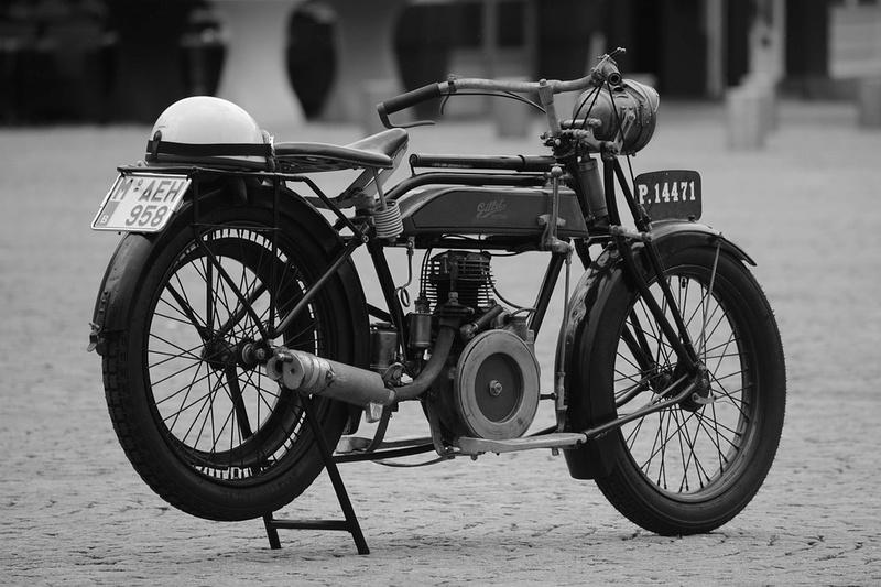Motos d'époque - Page 2 Mot710