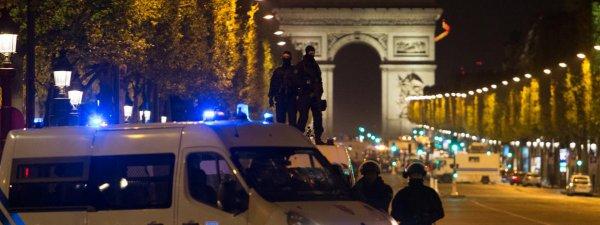 Hommage au policier tué et aux policiers blessés, pensées aux proches. Face au terrorisme, unité de la Nation avec les forces de l'ordre 32930412