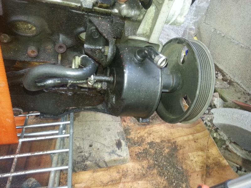 Pompe de direction : fuite de la pompe ou du bocal ? 20140542