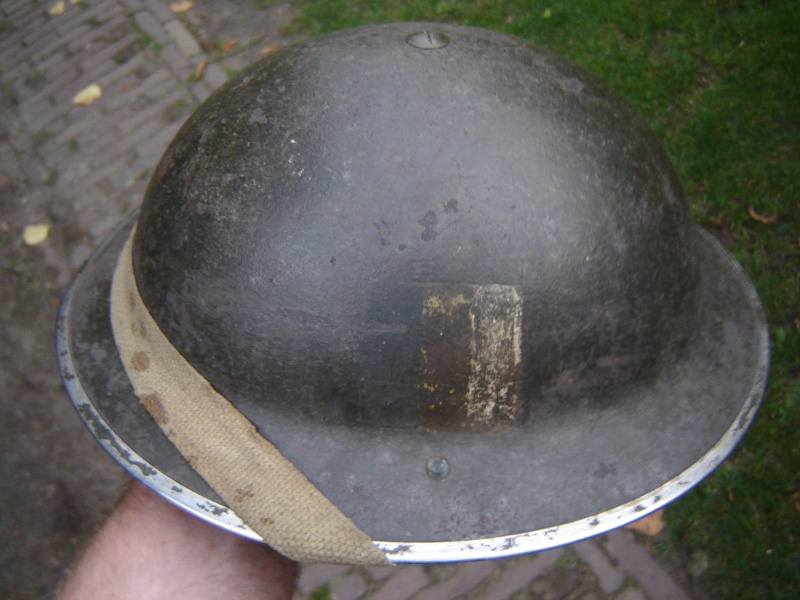 Lets see your favorite worn Canadian/Commonwealth helmets with nice aged patina Afbeel28