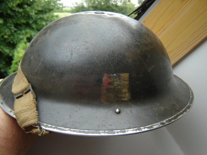 Lets see your favorite worn Canadian/Commonwealth helmets with nice aged patina Afbeel29