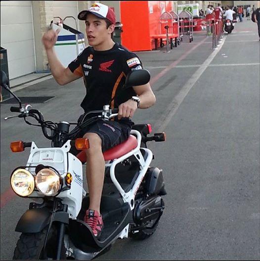 Marc Marquez teste la nouvelle Speed triple r 10245411