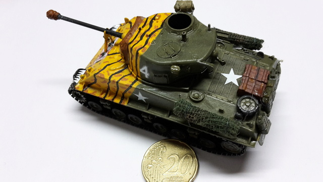 SHERMAN M4A3E8 Korean war  -  Trumpeter 1/72 14-02-13