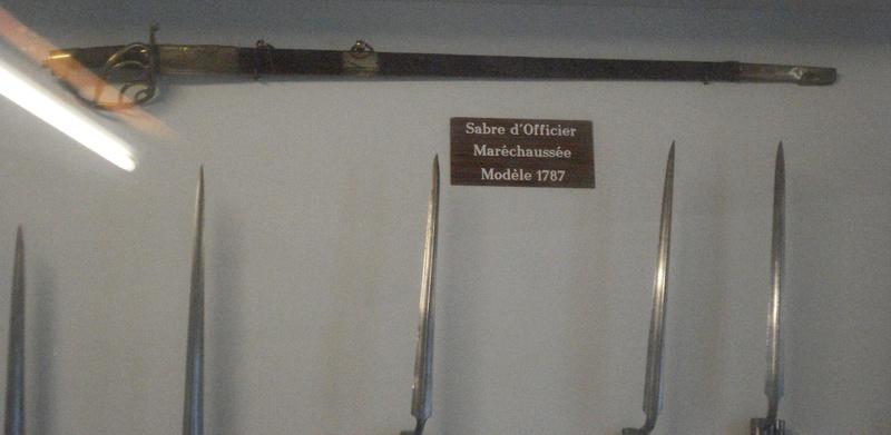La collection d'armes anciennes du château de Joux Dsc01911
