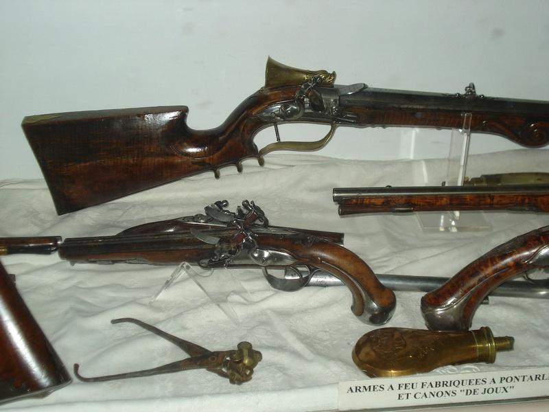 La collection d'armes anciennes du château de Joux Dsc01916