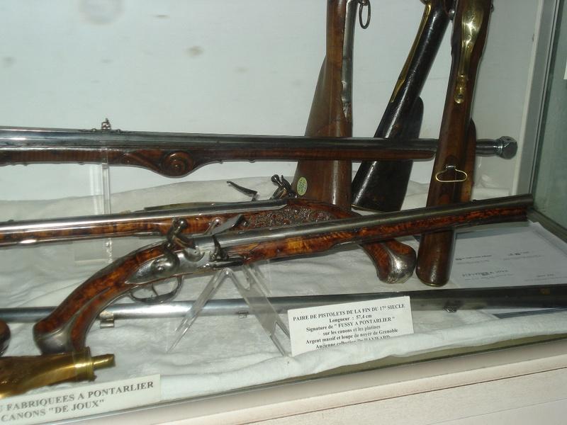 La collection d'armes anciennes du château de Joux Dsc01917