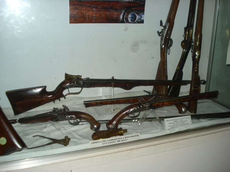 La collection d'armes anciennes du château de Joux Dsc01918