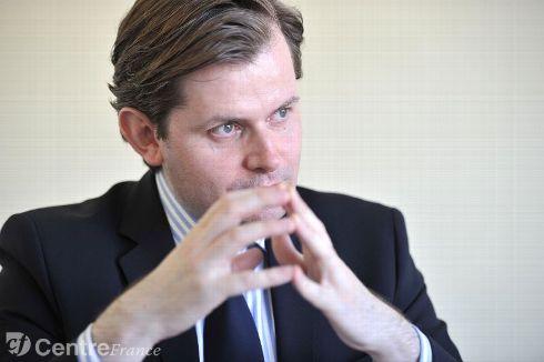 ILLÉGITIMITÉ de Hollande : G.Larrivé à l'AN... à déguster sans modération !  Guilla10