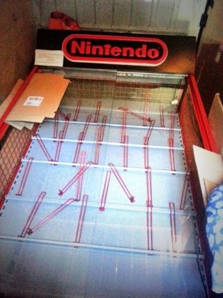 Démonter une vitrine Nintendo  Baajjg10