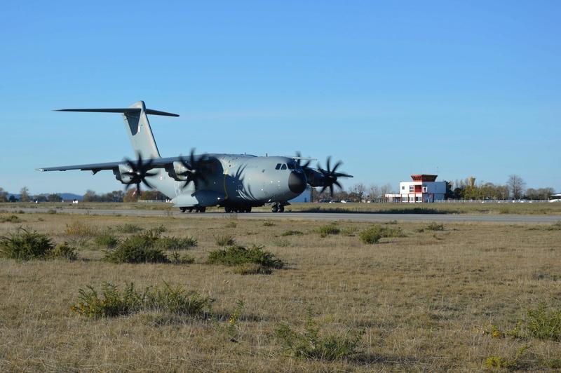 L'A400M essaie la piste de l'aérodrome de PAMIERS/Les PUJOLS (09) A400m_10