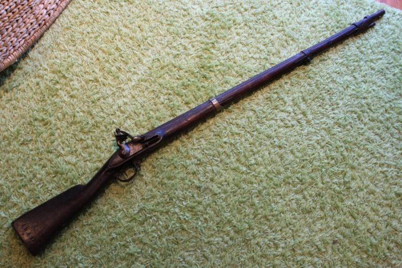 besoin de vos lumieres sur ce fusil 1777 Img_6313