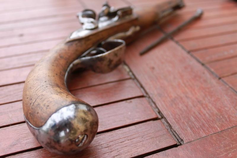 Pistolet demi arçon 18eme Img_6525