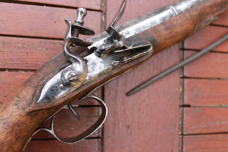 Pistolet demi arçon 18eme Img_6526