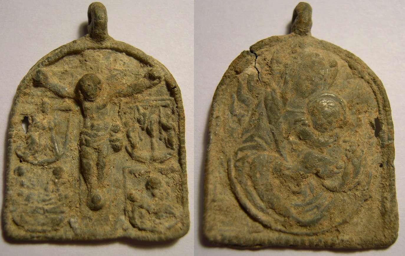 Jesús crucificado / Virgen María con Jesús Niño , S. XVI Crucif11