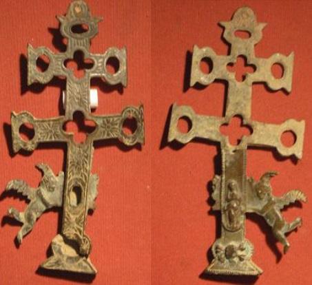 Cruz reliquiario? Crucif28