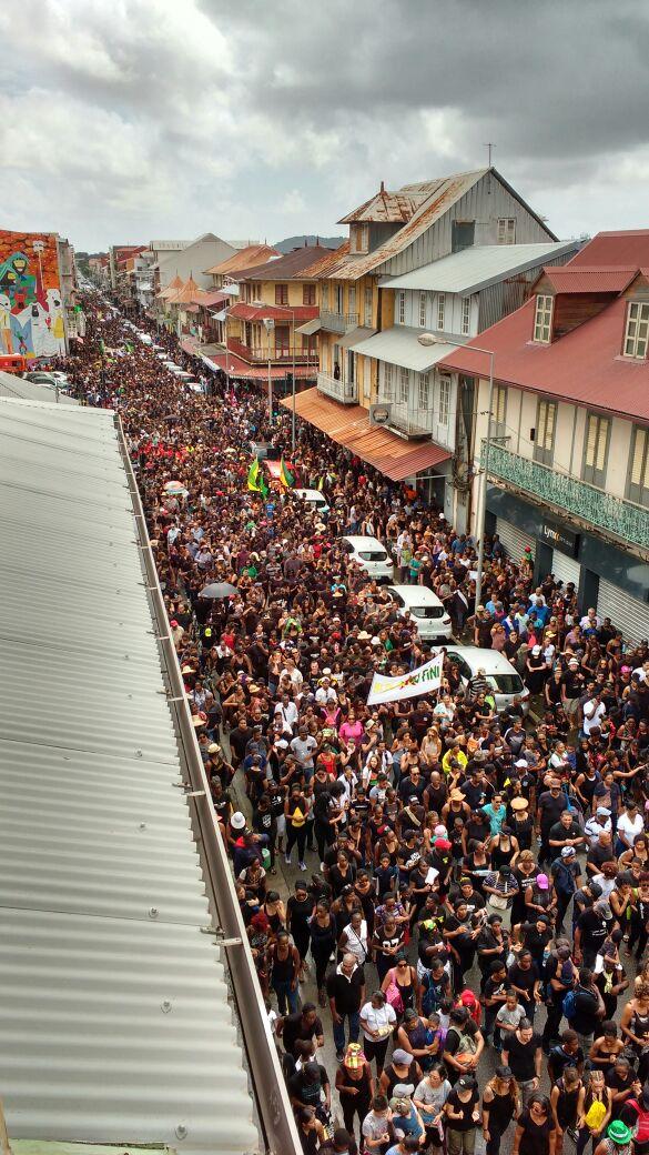La Guyane bloquée - Etat de non droit - Page 2 C8bipa10