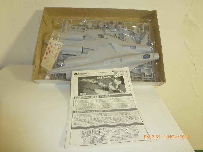 Vendo modellino aereo: SUKHOI SU-35 RUSSIAN AIR FORCE WARPLANE P1010118