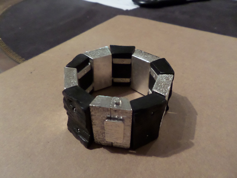 Bracelet en bois cassé ! Sam_0712
