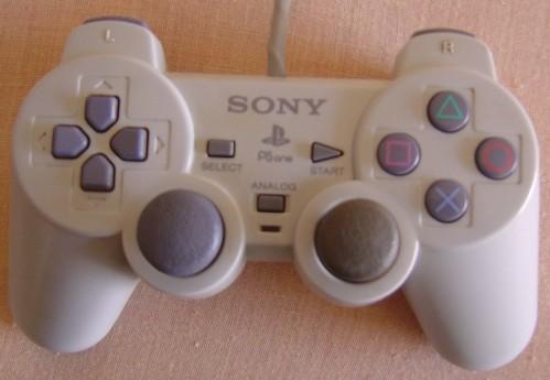 [RECH] Ecran PSONE + Manettes PSONE blanche et Asciiware (tous types) Sony--10