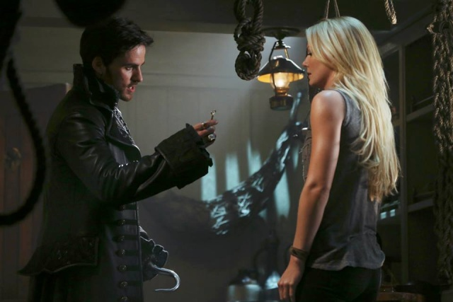 Once Upon a Time - Episode 302 -  Lost Girl (attention spoilers) Hook3011