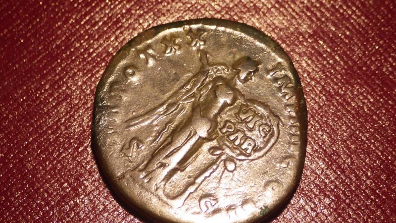 Monnaie romaine Marc Aurèle? Imgp1011