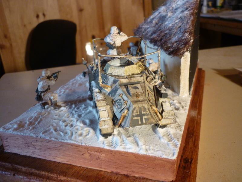 Front de l'Est en hiver (SdKfz 223 1/35 Tamiya + personnages Dragon et Tank) - Page 11 P1080018