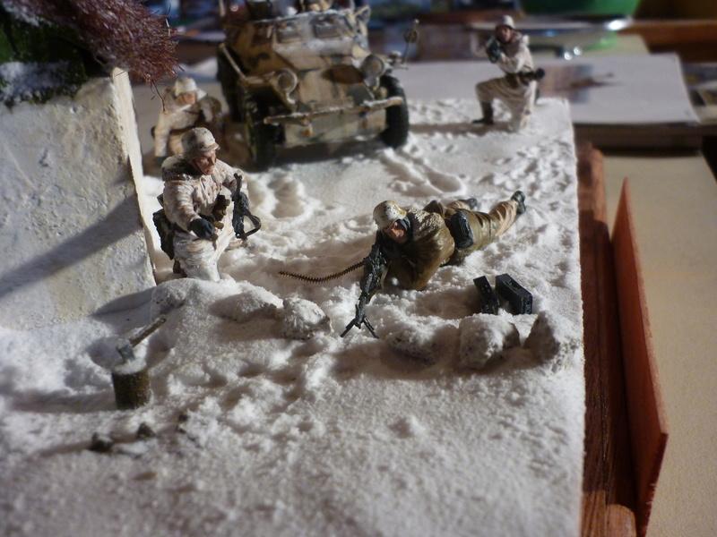 Front de l'Est en hiver (SdKfz 223 1/35 Tamiya + personnages Dragon et Tank) - Page 11 P1080020