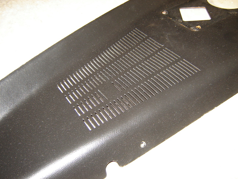 Monte Carlo parts, Radiator support, Moulding , rear package tray, etc Dsc04315