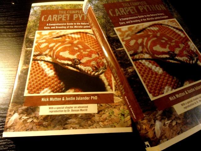 """Livre """"The Complete Carpet Python"""" et autres Sam_4716"""