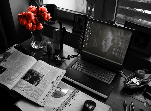 Рабочий стол с Дереком Рейном