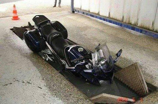 Bien laver sa moto 32525110