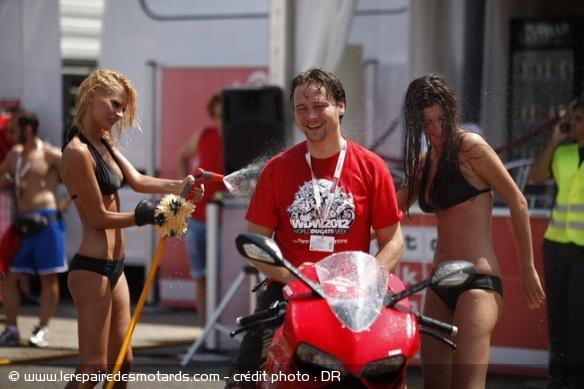 Bien laver sa moto Laver-10