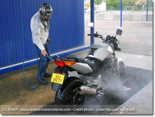 Bien laver sa moto Laver-12