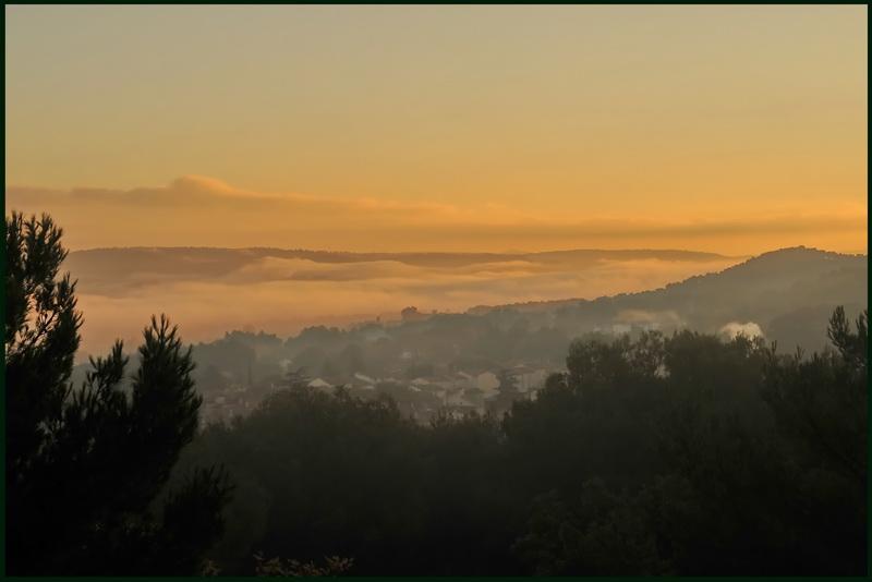 Un lever de soleil sur la Provence Brouil10