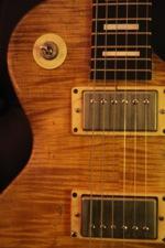 COSMIK GUITARE  / FRANK BOLAERS Un luthier aux mains d'or! _d8vrs10