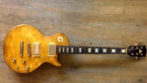 COSMIK GUITARE  / FRANK BOLAERS Un luthier aux mains d'or! B_hqb510