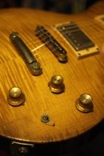 COSMIK GUITARE  / FRANK BOLAERS Un luthier aux mains d'or! Spc_8c10