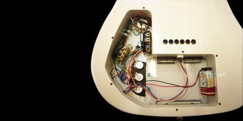 COSMIK GUITARE  / FRANK BOLAERS Un luthier aux mains d'or! Y9mtls10
