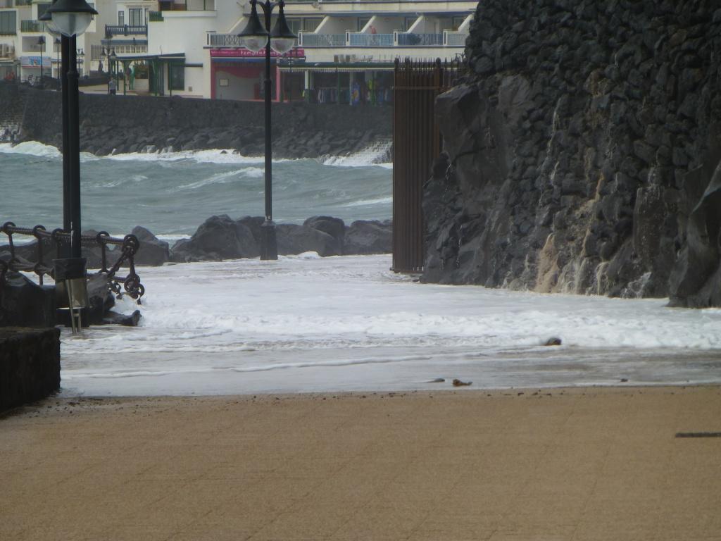 Canary Islands, Lanzarote, Playa Blanca, 2013 - Page 2 01014