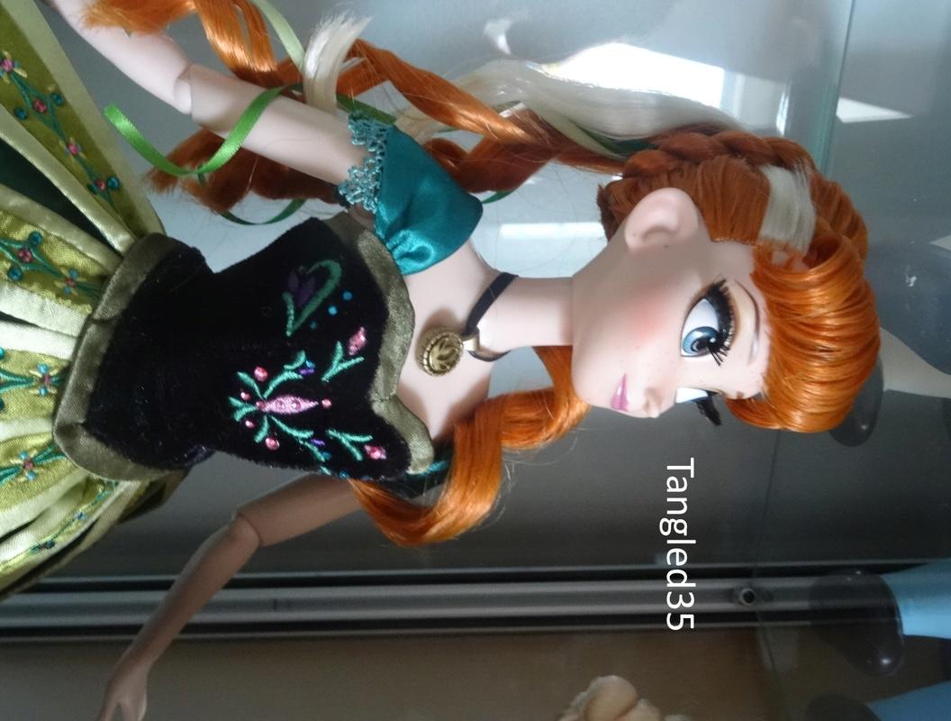 Disney Store Poupées Limited Edition 17'' (depuis 2009) - Page 2 Dsc07019