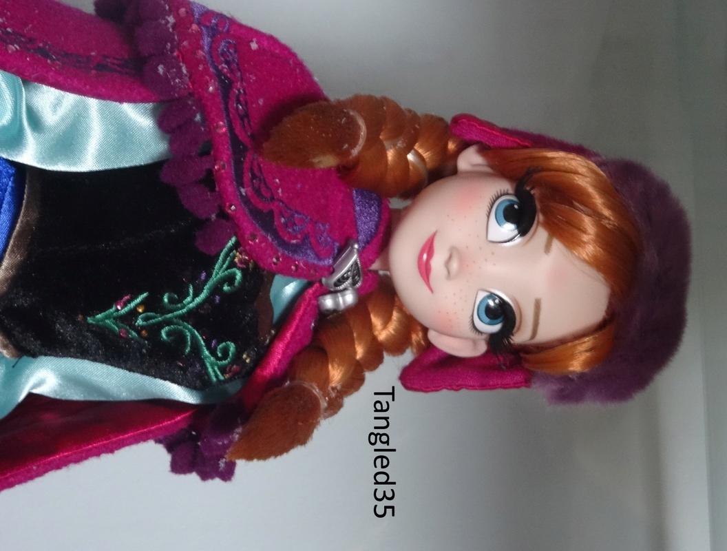 Disney Store Poupées Limited Edition 17'' (depuis 2009) - Page 2 Dsc07033