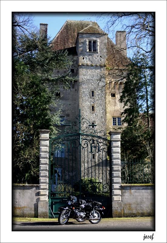 Photos de vous et de votre moto devant ....un château  - Page 4 Img_4510