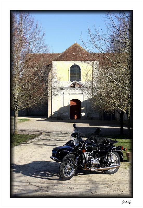 Photos de vous et de votre moto devant ....un château  - Page 4 Img_4511