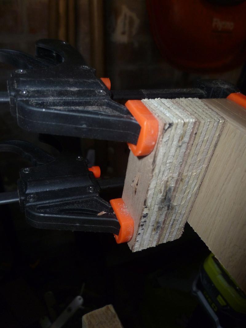 Rangement serre-joint avec 3 bouts de chutes. P1100121